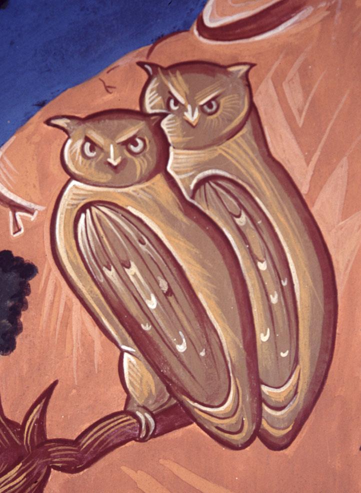 dos búhos sobre una rama delante de un peñasco, detalle del fresco del claustro del monasterio de Cantauque